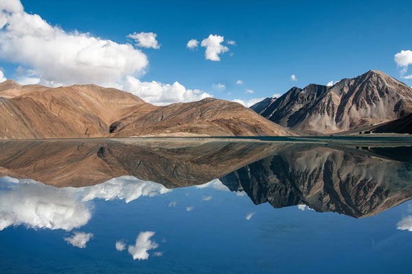 O lago Pangong Tso, Himalaya