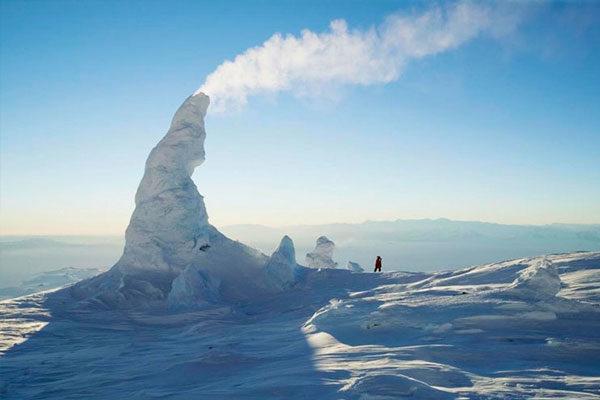 Chaminé na neve, Ártico.