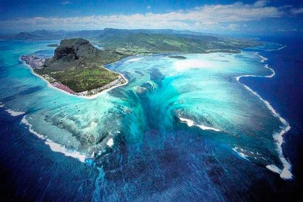 Cascatas de baixo da água, nas Ilhas Maurício