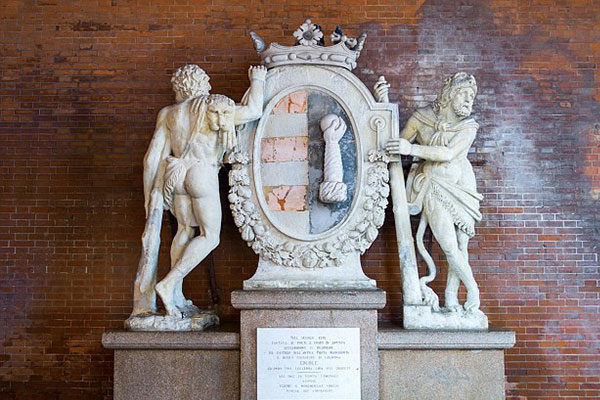 A coroa no escudo de armas da cidade de Cremona