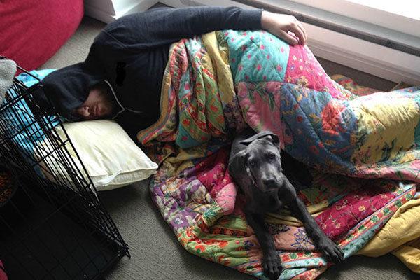 Ele preferiu dormir com ele
