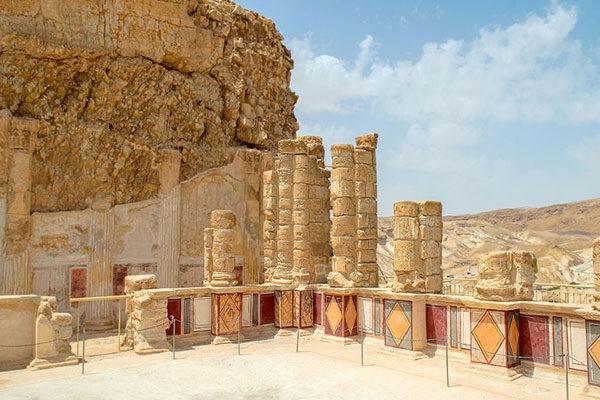 O terraço inferior do Palácio Norte de Herodes, Massada, Israel