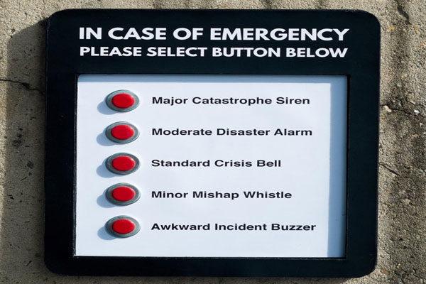 Em caso de emergência, pressione um dos botões